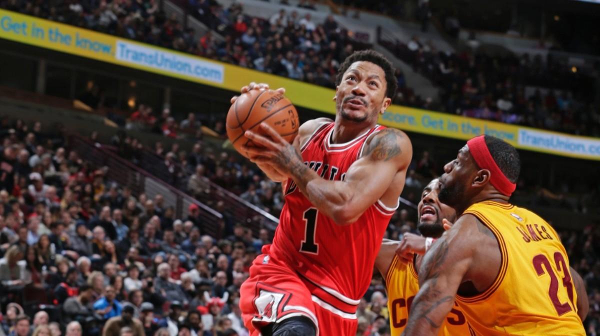 40b7e883568b Derrick Rose Almost Makes It Through First Chicago Bulls Practice Un-Injured