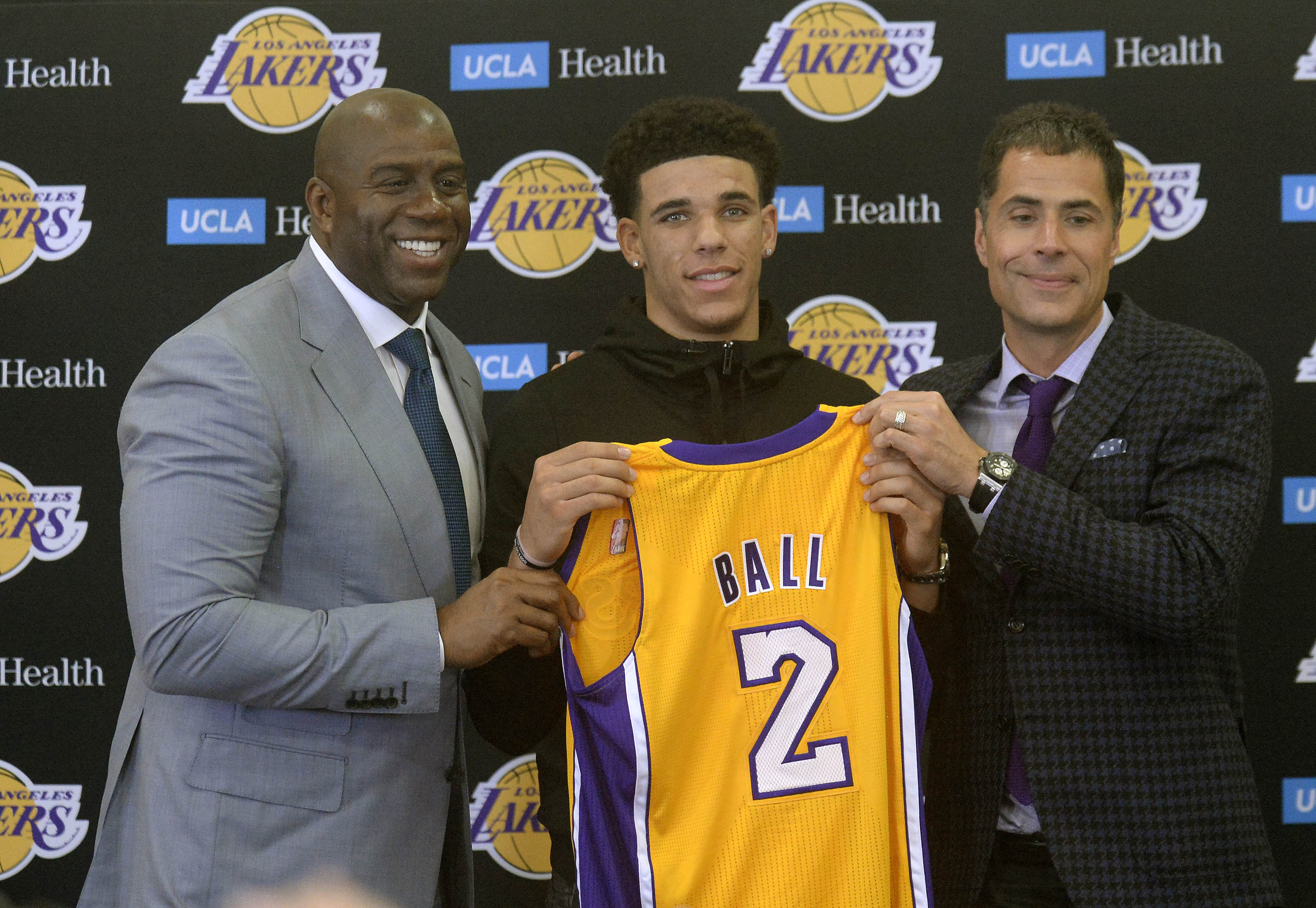 1983ce976b7d Lakers Find Themselves In A Major Conundrum – New Arena